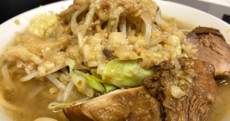大阪の二郎系ラーメンと言えば自家製太麺ドカ盛マッチョ!