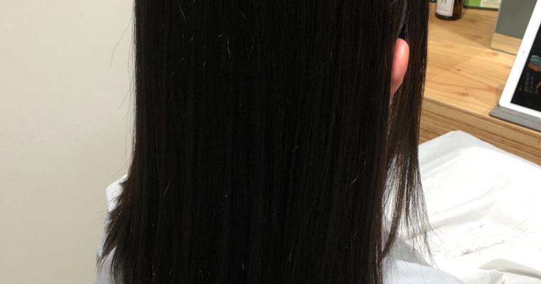 梅雨にはサラサラストレートヘアー